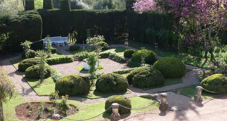 Tres estilos de jardín que ofrecen rincones para disfrutar del cálido clima